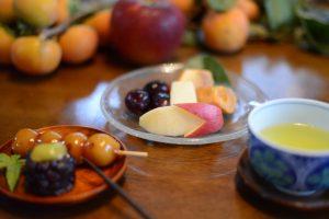 秋のイベント用の和菓子と果物